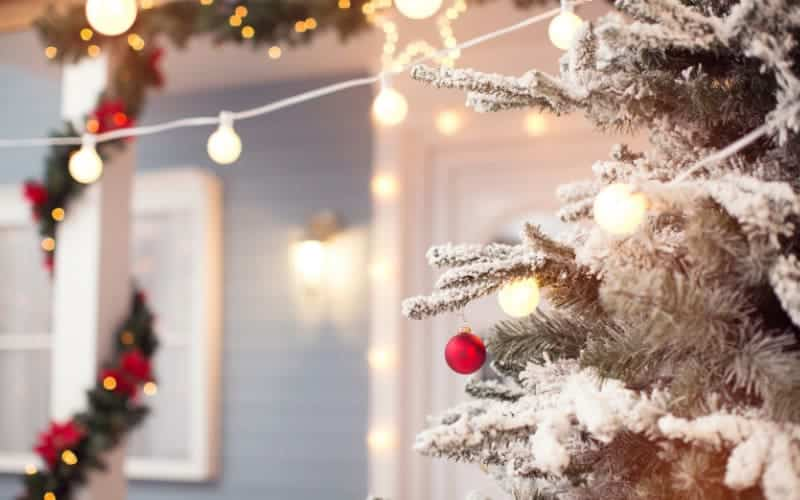 Simple Outdoor Christmas Decoration Tips And Tricks