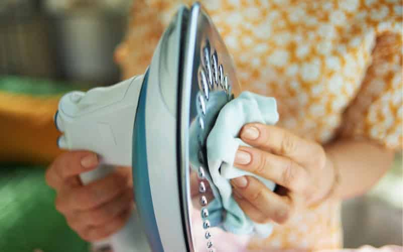 How To Clean The Iron